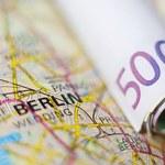 Merkel: Uchodźcy potrzebują mini-kredytów