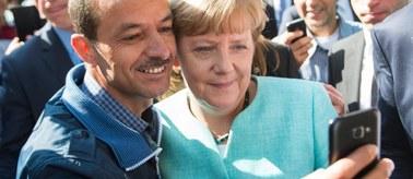 """Merkel w urzędzie ds. uchodźców. """"Każdy traktowany jest z należytą powagą"""""""