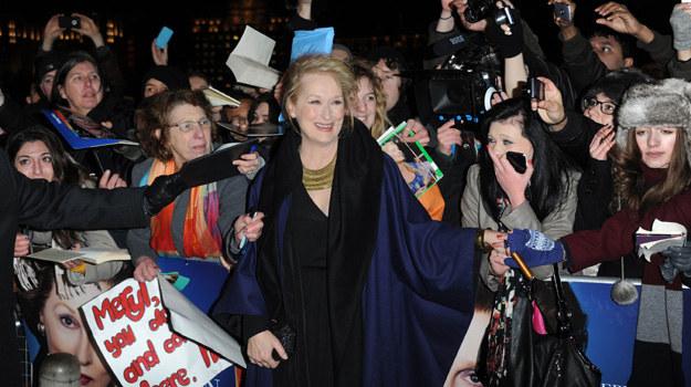"""Meryl Streep pośród fanów tuż przed londyńską premierą """"Żelaznej Damy"""" / fot. Stuart Wilson /Getty Images/Flash Press Media"""