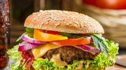 Męskie grillowanie – burger z rusztu