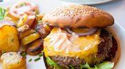 Męskie grillowanie: Hamburger z sokiem jabłkowym