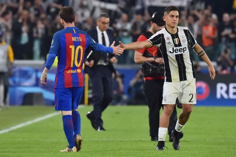 Messi kontra Paolo Dybala (z prawej) w 1. kolejce Ligi Mistrzów /AFP