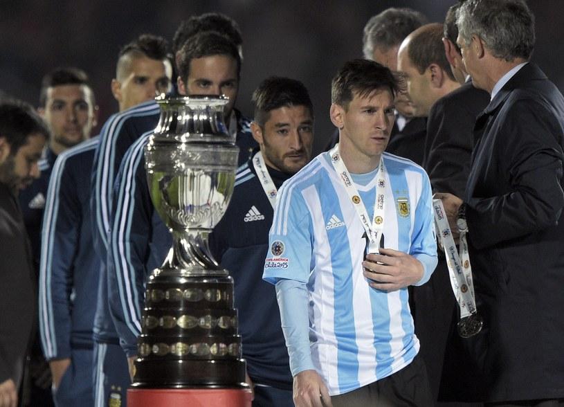 Messi nie mógł podnieść pucharu /AFP