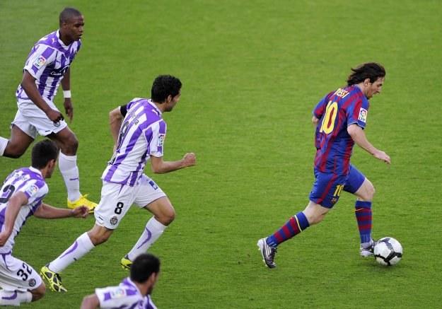 Messi to największy gigant wśród liliputów Barcelony /AFP