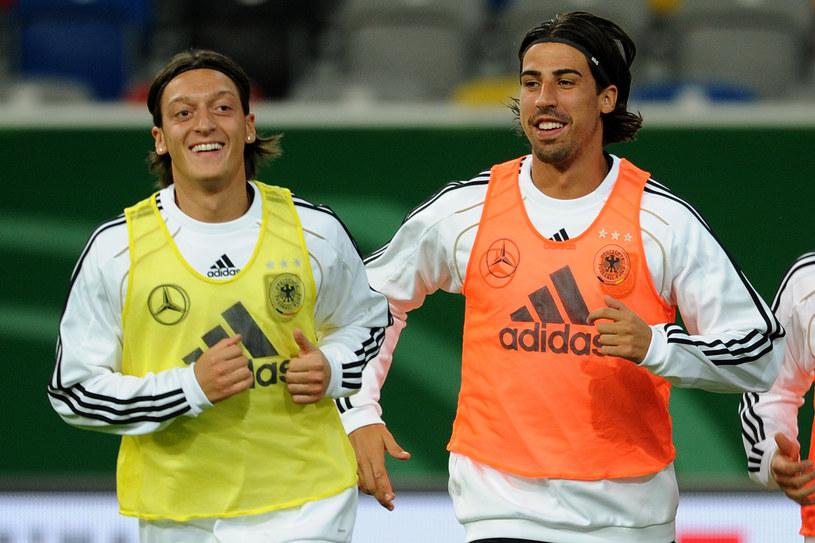 Mesut Oezil i Sami Khedira mogą wkrótce zagrać razem dla Arsenalu Londyn /AFP