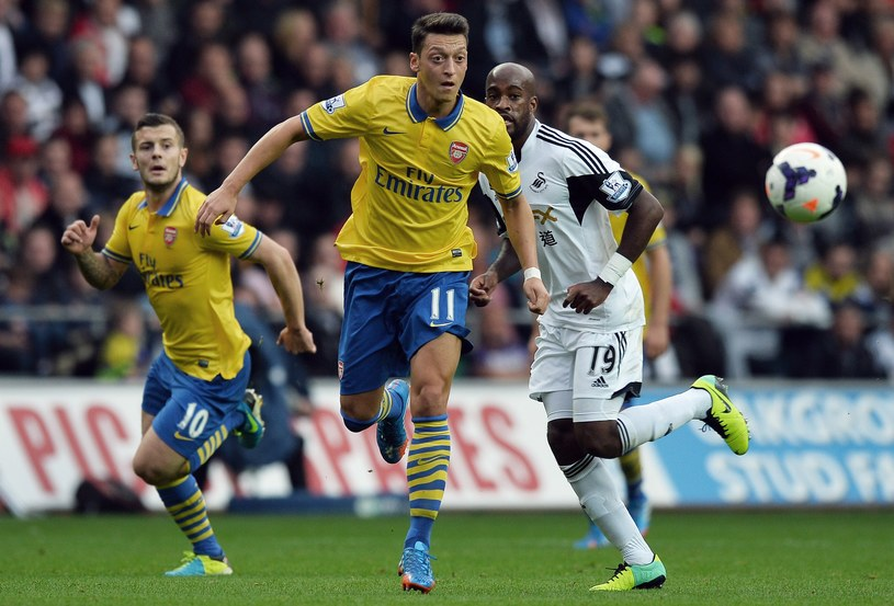 Mesut Oezil - nowy lider Arsenalu Londyn /AFP