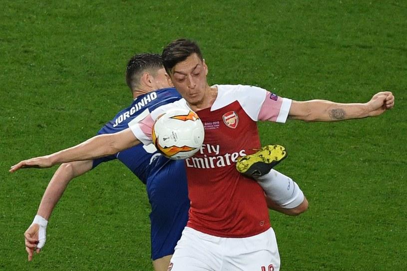 Mesut Oezil słabo zaprezentował się w finale Ligi Europy /AFP YURI KADOBNOV /AFP