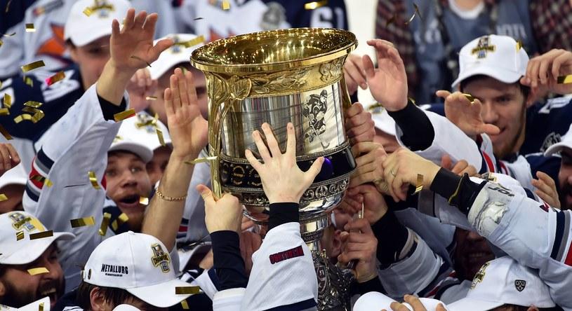 Metallurg Magnitogorsk z pucharem za wygranie KHL /AFP