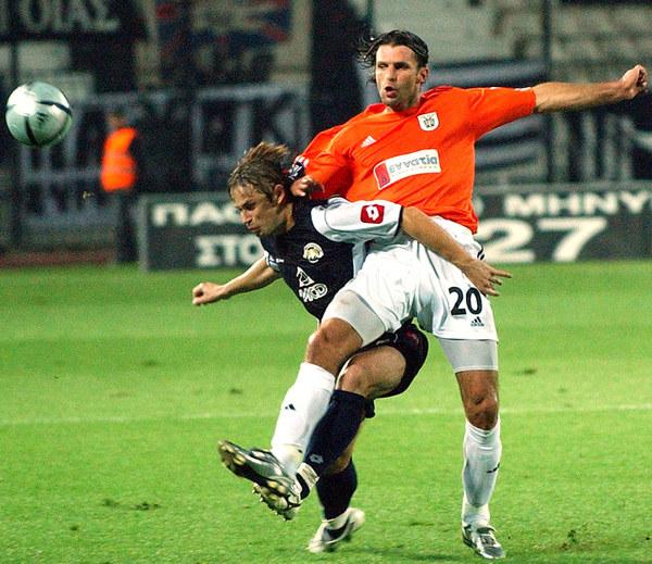 Metalurg grał także w europejskich pucharach. Z prawej Marcin Mięciel /AFP