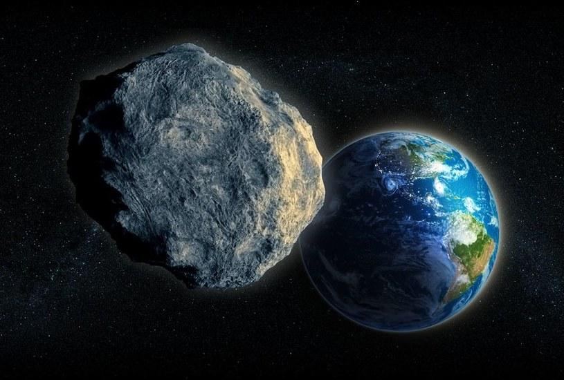 Meteoroid o oznaczeniu 2016 RB1 przemknie w odległości zaledwie 38 tysięcy kilometrów od Ziemi /123RF/PICSEL
