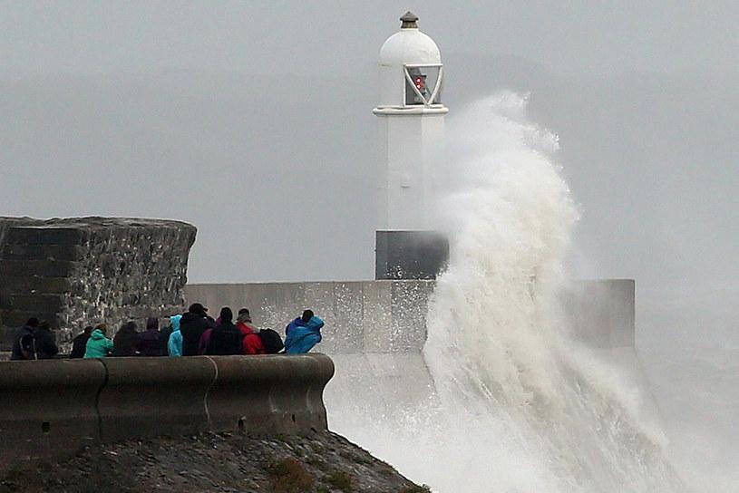Meteorolodzy ostrzegają, że prędkość wiatru może dochodzić do 80 mil na godzinę. /AFP