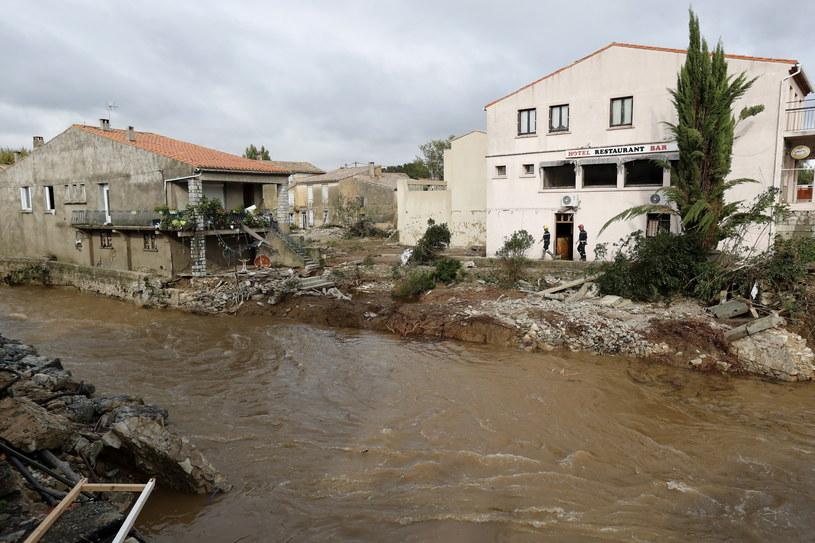 Meteorolodzy twierdzą, że wyjątkowo wysoka temperatura wody morskiej u wybrzeży Morza Śródziemnego może nasilać opady /GUILLAUME HORCAJUELO  /PAP/EPA