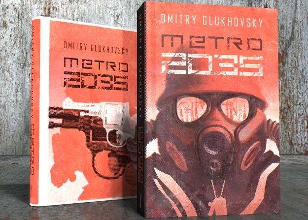 Metro 2035 w twardej (tył) i miękkiej (przód) oprawie /materiały prasowe