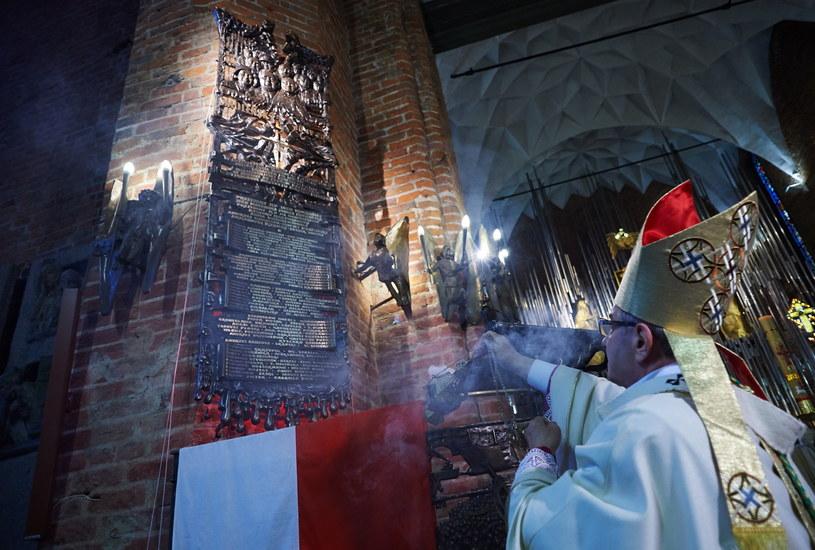 Metropolita gdański, arcybiskup Sławoj Leszek Głódź poświęcił Epitafium Smoleńskie /Adam Warżawa /PAP