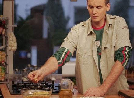 Mężcyźni też gotują... Trzeba zacząć! Na zdjęciu Pascal Brodnicki. /AFP