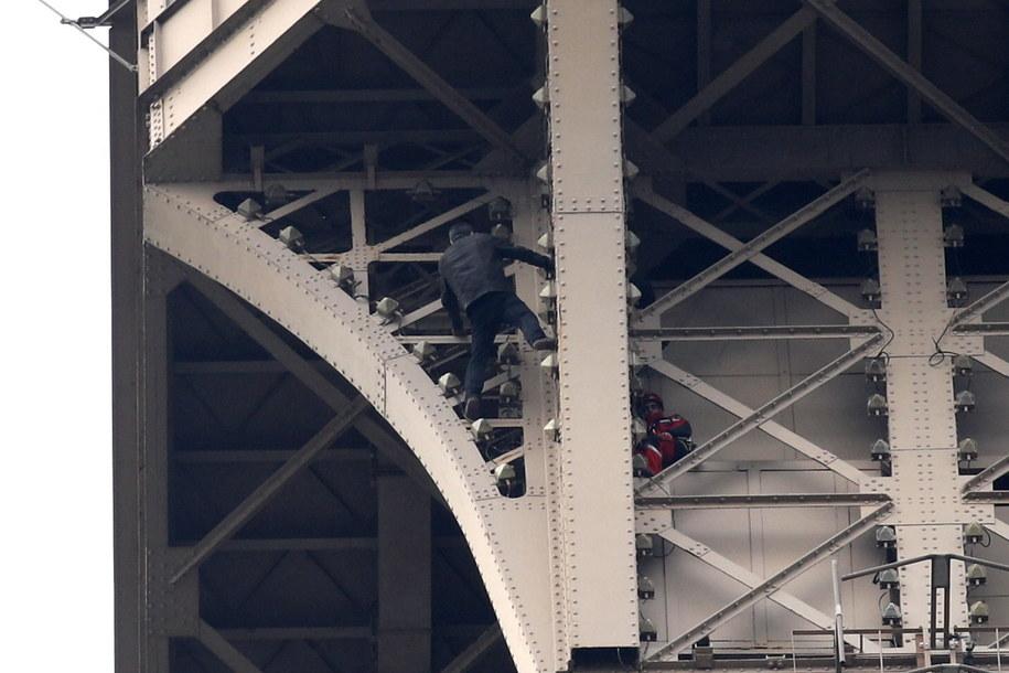 Mężczyzna groził popełnieniem samobójstwa /YOAN VALAT  /PAP/EPA