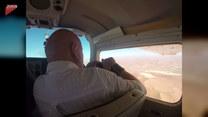 Mężczyzna otworzył okienko w trakcie lotu samolotem. Wtedy stało się to...