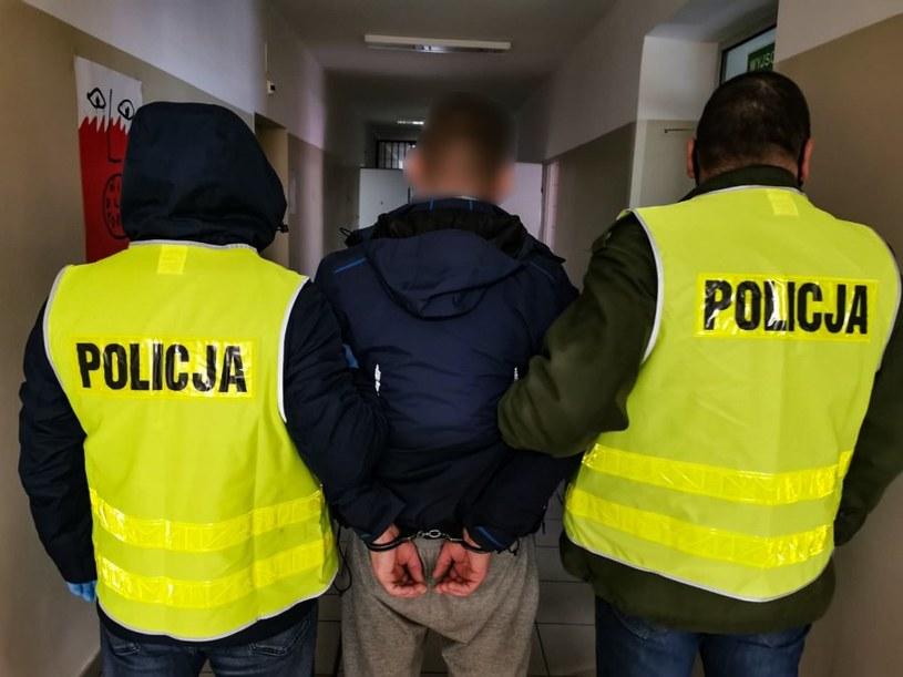 Mężczyzna podejrzany o popełnienie przestępstwa w czasie zatrzymania /Policja