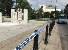 """Mężczyzna podpalił się przed Sejmem. Policjantom miał powiedzieć, że """"nie ma sprawiedliwości w tym kraju"""""""