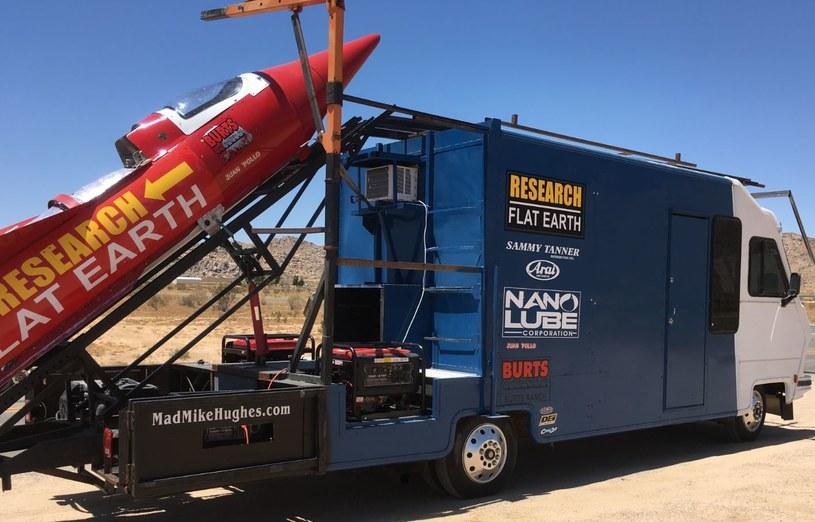 Mężczyzna sam zbudował rakietę, którą poleci w kosmos /madmikehughes.com /Internet