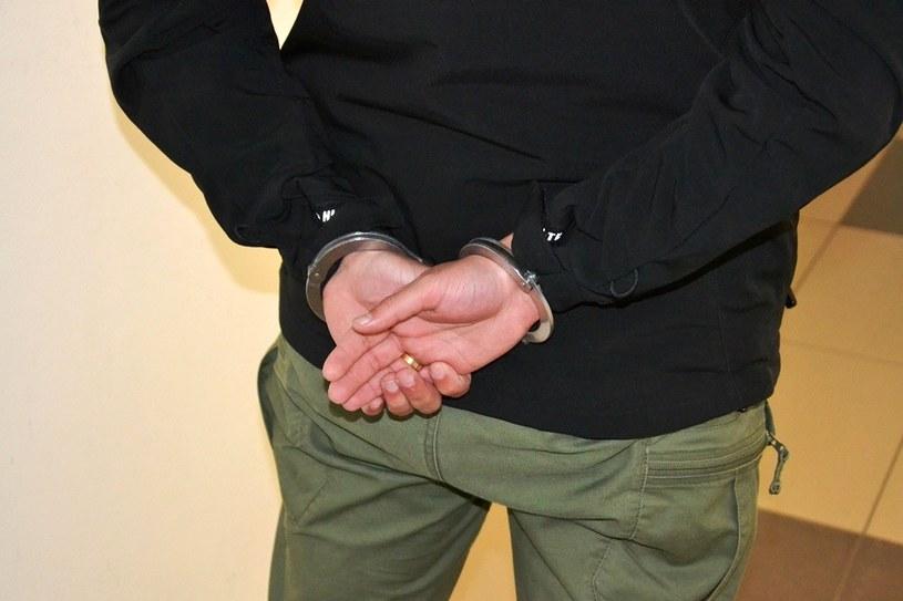 Mężczyzna szedł przez miasto i uderzał przypadkowe osoby /KMP Nowy Sącz /Policja
