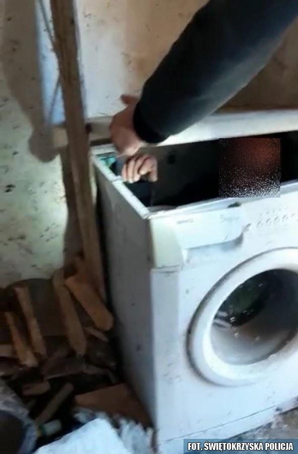 Mężczyzna ukrywał się w pralce /Policja