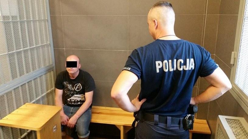 Mężczyzna usłyszał już w prokuraturze Warszawa Śródmieście zarzut znieważenia polskiej flagi /Policja