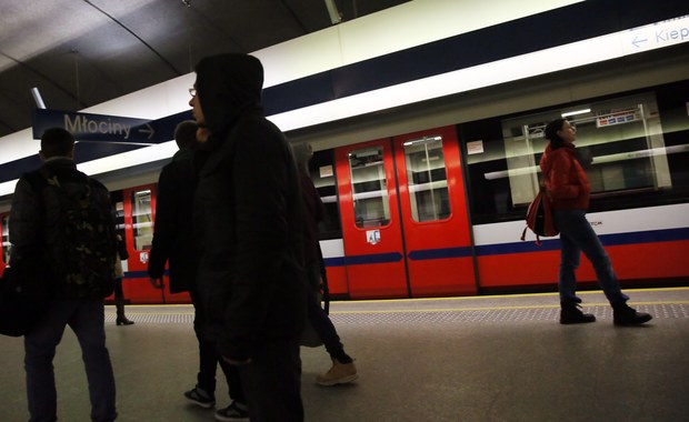 Mężczyzna wpadł pod pociąg metra w Warszawie