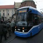 Mężczyzna wypadł z tramwaju. MPK nie zawiesi bombardierów