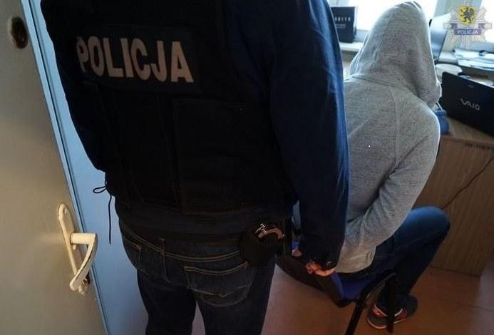 Mężczyzna wysyłał odbiorcom czyste kartki papieru /Policja /