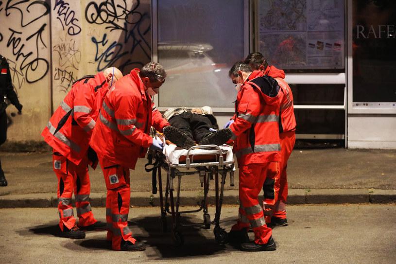 Mężczyzna z objawami COVID-19 na ulicach Włoch /Marco Di Lauro /Getty Images