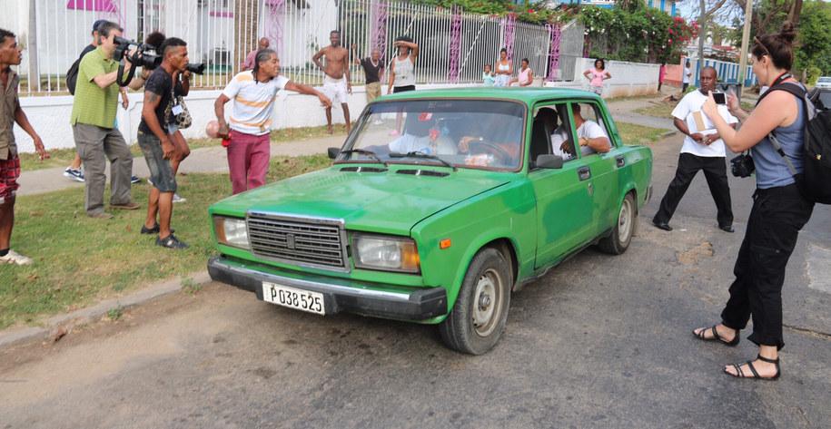 Mężczyznę wepchnięto do nieoznakowanego pojazdu /Paweł Żuchowski, RMF FM /RMF FM