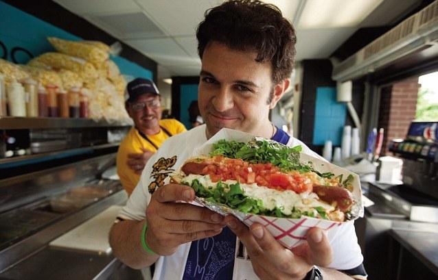 Mężczyźni jedzą większe porcje, kiedy w pobliżu są kobiety /INTERIA.PL/materiały prasowe