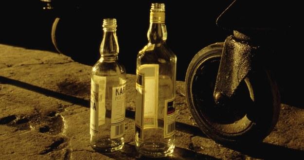 Mężczyźni pili w garażu wódkę. Prawdopodobnie udusili się samochodowymi spalinami /fot. MACIEJ CZAJKOWSKI /PAP