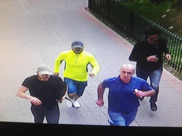 Mężczyźni poszukiwani ws. pobicia policjanta /Policja /RMF FM