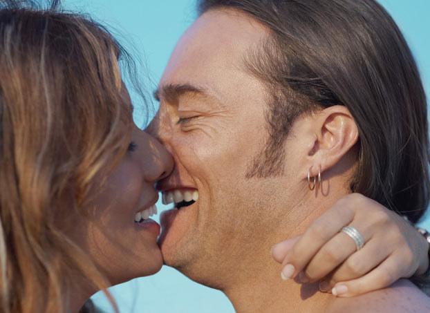 Mężczyźni twierdzą, że namiętnie całują się częściej niż kobiety /photogenica /© Photogenica