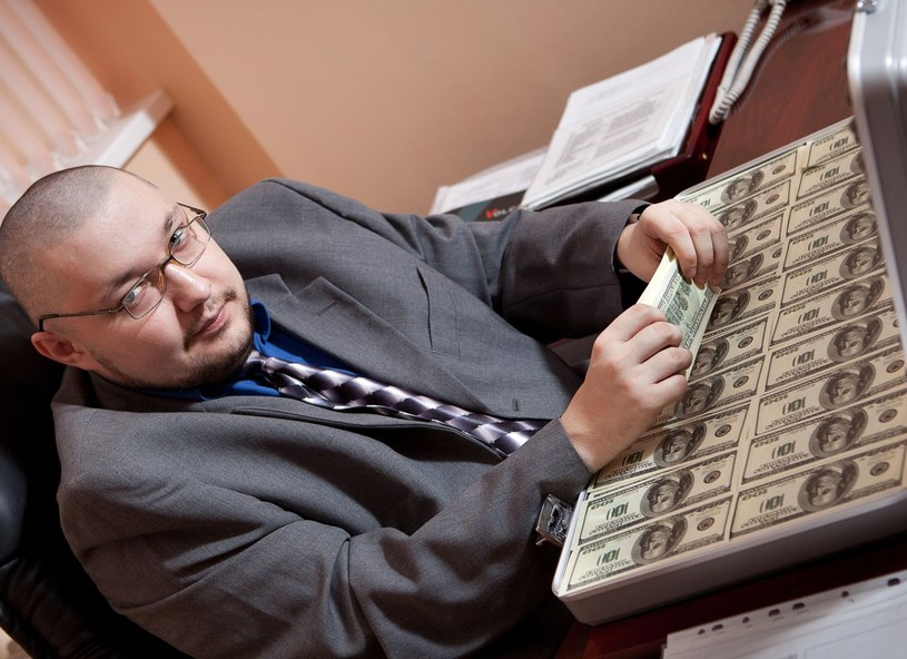 Mężczyźni z nadwagą zarabiają więcej, niż ci szczuplejsi /123RF/PICSEL
