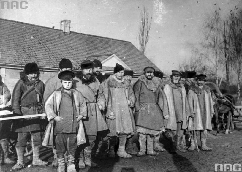 Mężczyźni z okolic Berezy Kartuskiej na Polesiu /Ze zbiorów Narodowego Archiwum Cyfrowego