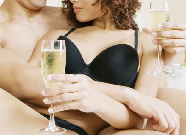 Mężczyźni zdradzają głównie dla seksu, rzadziej dlatego, że się zakochali /123RF/PICSEL