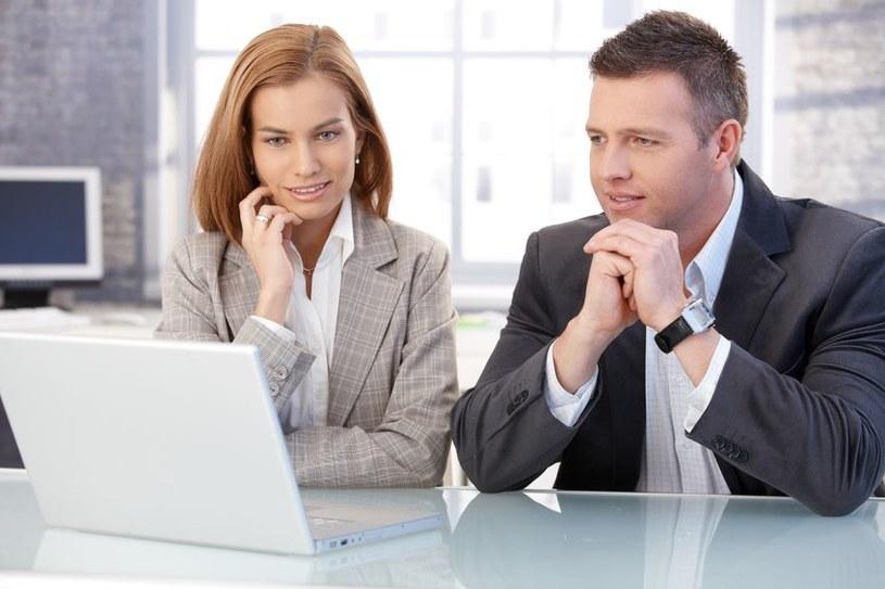 Mężczyznom zwiększa się elokwencja, kiedy przebywają z kobietą, która jest w trakcie owulacji /123RF/PICSEL