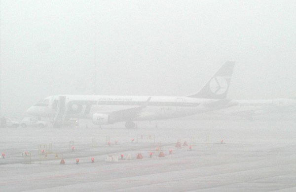 Mgła paraliżuje lotniska; fot. Wojciech Traczyk /Agencja SE/East News