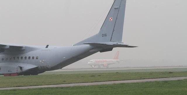 Mgła uziemiła samoloty w kilku portach /Jacek Bednarczyk /PAP