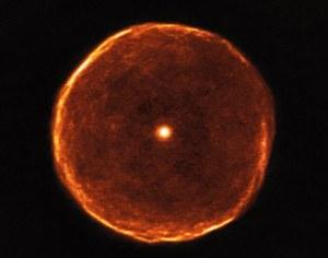 Mglista bańka wokół starzejącej się gwiazdy