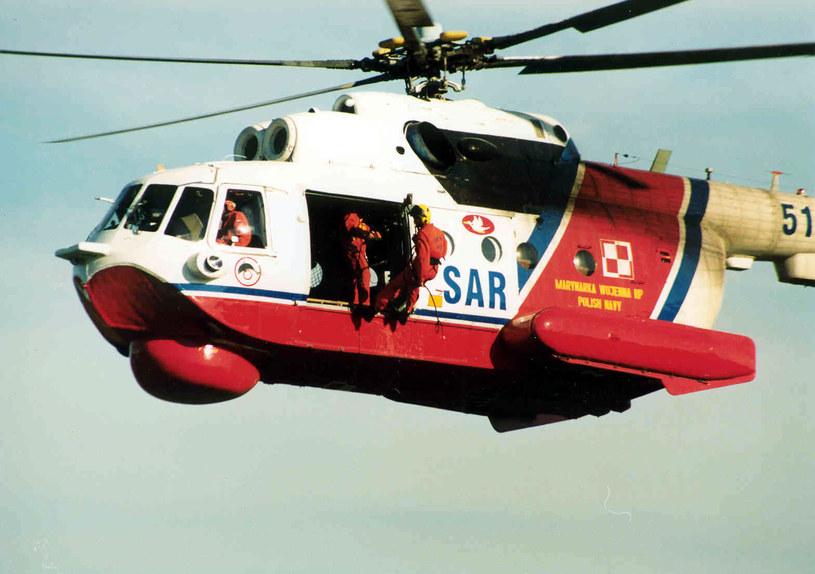 """Mi-14PS """"5137"""" w akcji, zdj. Miłosz Rusiecki ze zbiorów Muzeum Ratownictwa w Krakowie /materiały prasowe"""