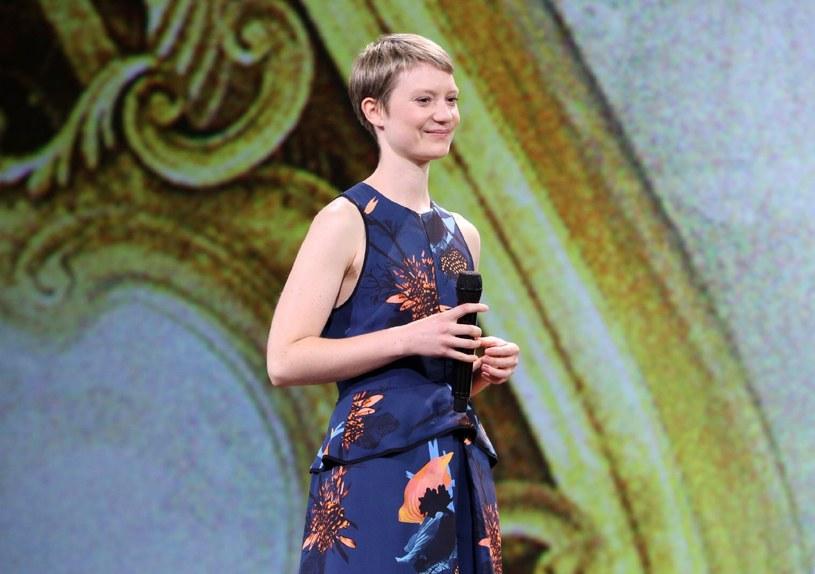 Mia Wasikowska już po raz drugi wcieli się w rolę Alicji Kingsleigh /materiały dystrybutora