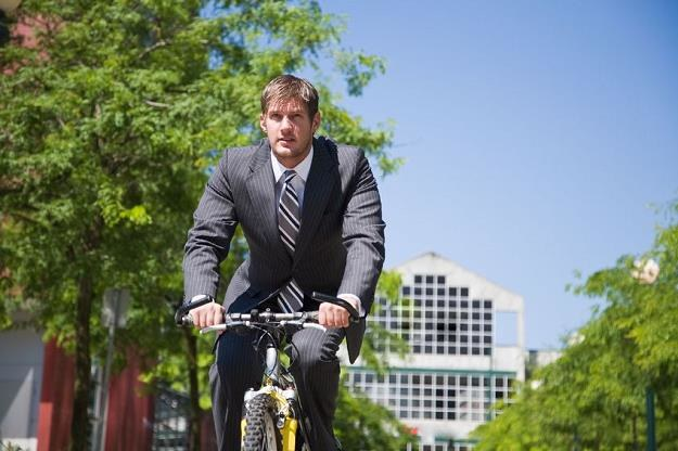 Miasta inwestują w cieszące się dużą popularnością wypożyczalnie rowerów /©123RF/PICSEL