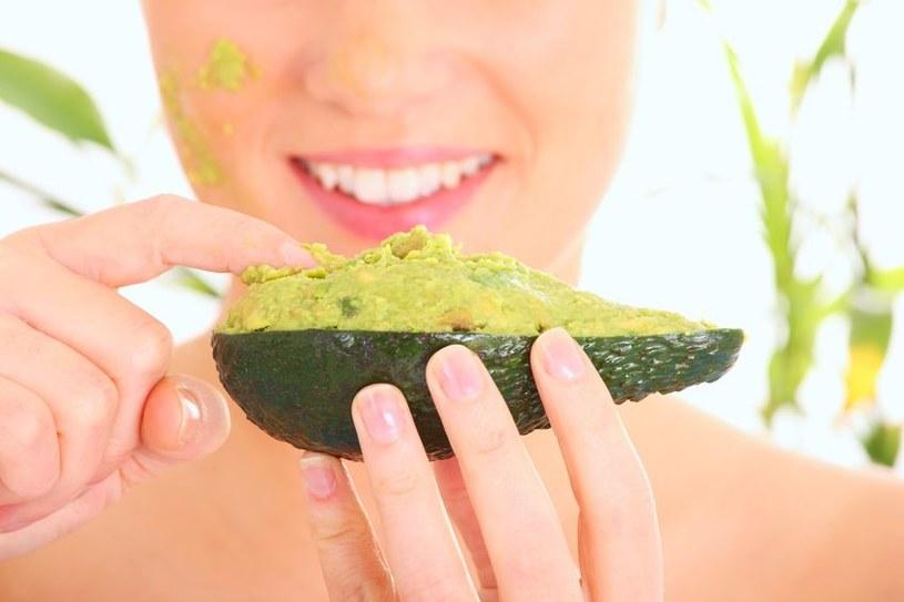 Miąższ z awokado to źródło cennych składników odżywczych /123RF/PICSEL