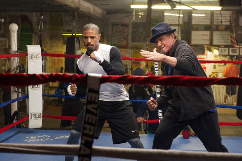 """Michael B. Jordan i Sylvester Stallone w scenie z filmu sportowego """"Creed: Narodziny legendy"""" /materiały prasowe"""