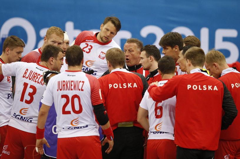 Michael Biegler ze swoimi zawodnikami podczas meczu z Chorwacją /PAP/EPA