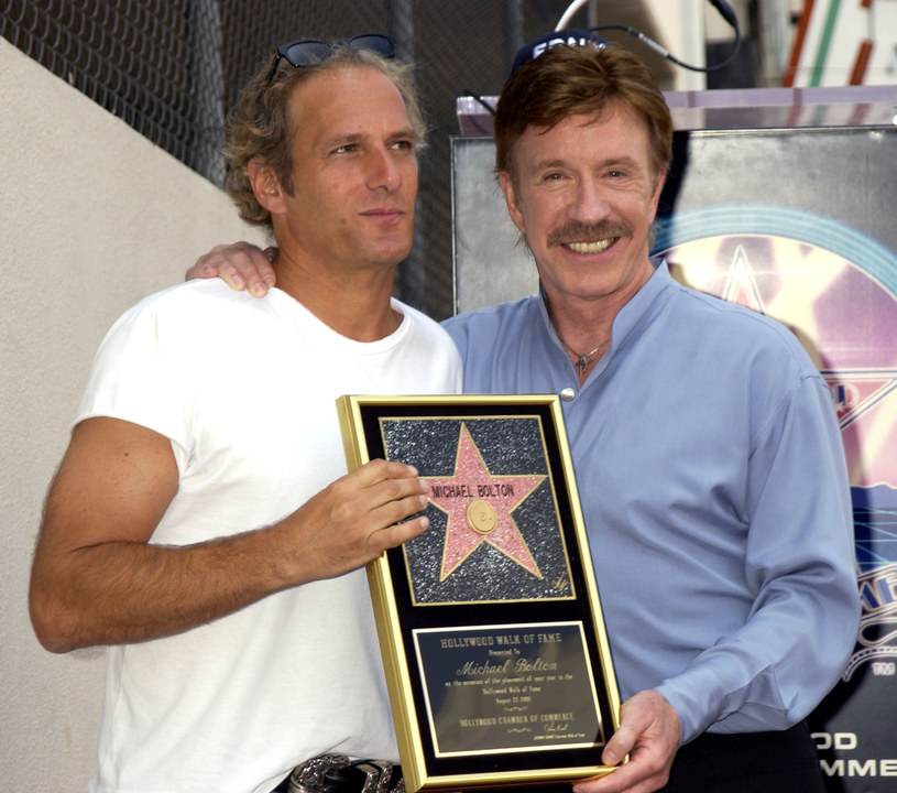 Michael Bolton i Chuck Norris w 2002 roku /Albert L. Ortega /Getty Images
